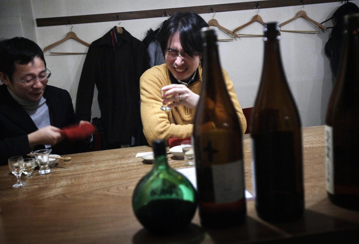 Moniin aasialaisiin alkoholin aldehydit vaikuttavat enemmän kuin eurooppalaisiin. Se johtuu viallisesta geenistä.