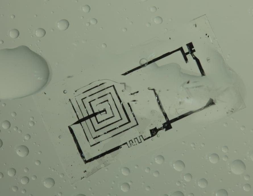 Mikropiiri osittain liuenneena vesipisaroihin.