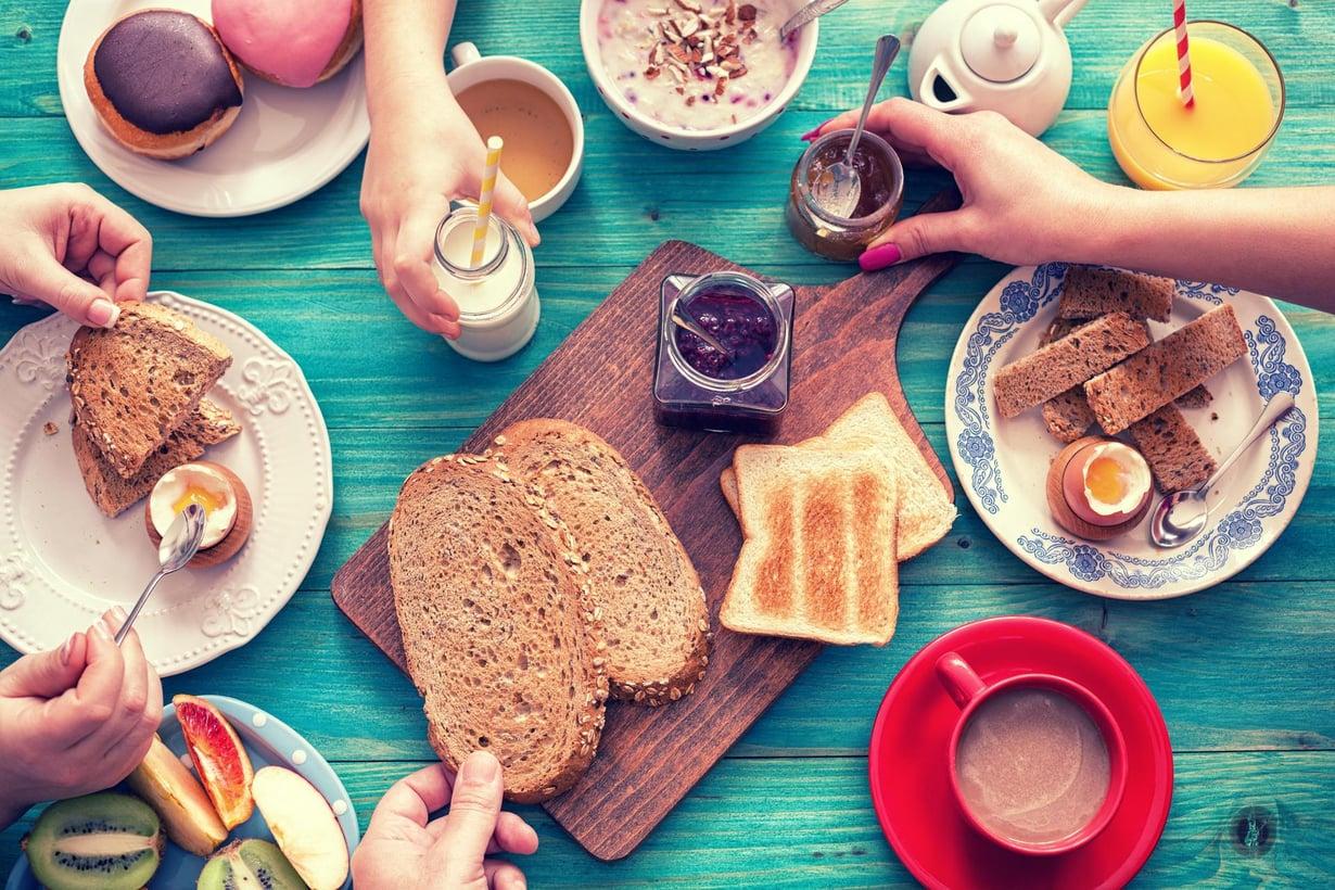 Useimmat suomalaiset aloittavat päivänsä aamiaisella. Ei se silti ole päivän tärkein ateria. Kuva: Shutterstock