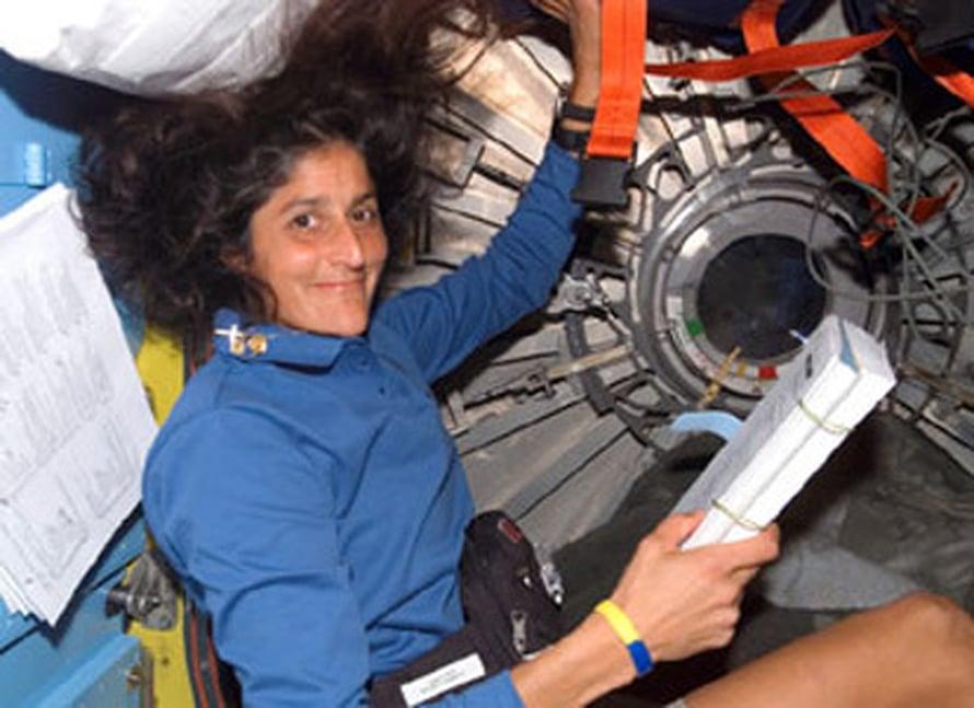 """Sunita Williams aikoo juosta maratonin ISS:ssä. Kuva:<span class=""""photographer"""">NASA</span>"""