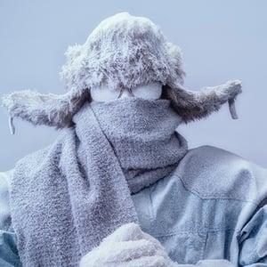 Kasvot, korvat ja sormet paleltuvat herkästi ilman suojaa, koska keho varjelee sisäelimien lämpötilaa. Kuva: iStock