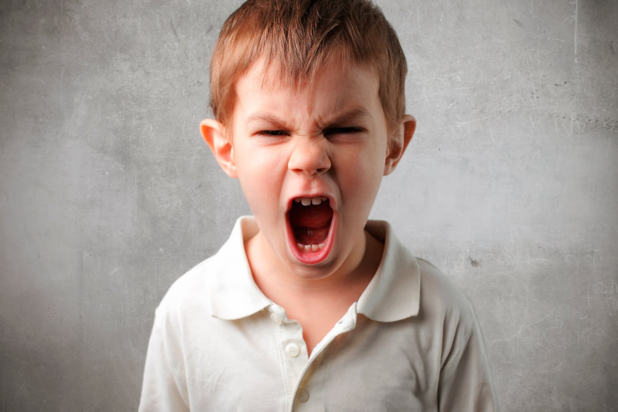 Uhmapäinen lapsi on säätelemättömän stressin vallassa. Silloin toruminen vain pahentaa tilannetta. Kuva: Shutterstock