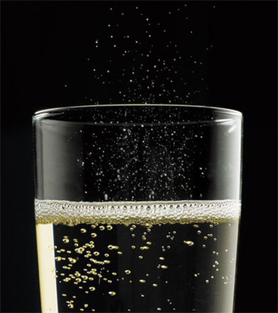 """Kuplat ovat suuri osa samppanjanautintoa: ne nostavat aromeita ilmoille ja veden maistajan kielelle. Kuva: <span class=""""photographer"""">Alain Cornu/collection CIVC.</span>"""
