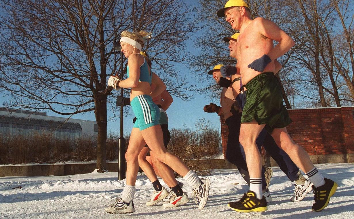 Liikunta ja kylmäaltistus aktivoivat kehon ruskeaa rasvaa, minkä seurauksena keho polttaa enemmän rasvoja energiaksi. Kuva: Erkki Raskinen