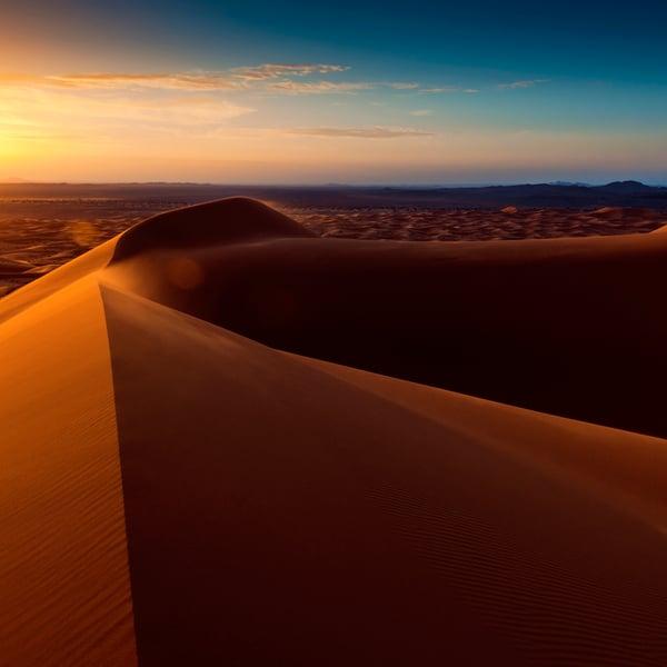 Saharan megadyynit kohoavat jopa 300 metriin. Hiekka ei kuitenkaan kelpaa betonin valmistamiseen. Kuva: Getty Images