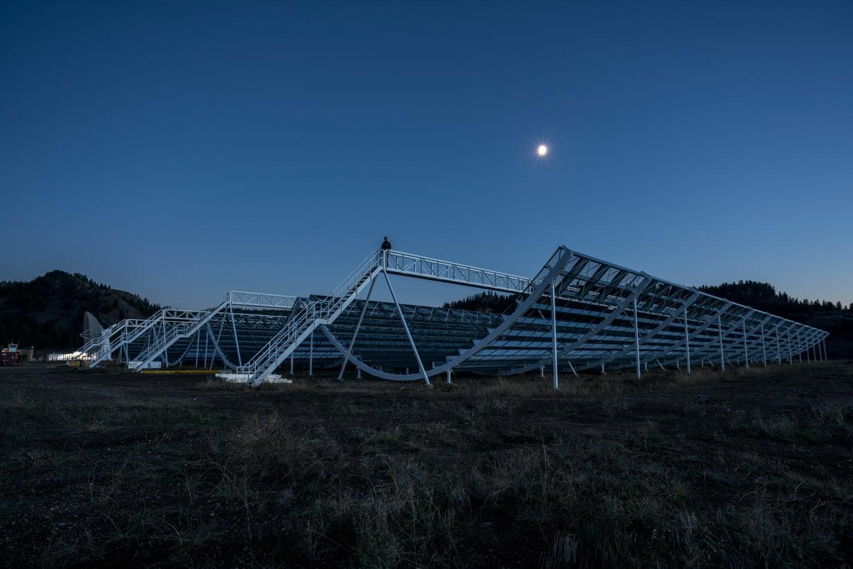 Kun tekniikka paranee, paranevat havainnot. Kanadassa uudenlainen Chime-teleskooppi on jo napannut purskeita, vaikka sitä vasta viritetään käyttöön. Kuva: Chime
