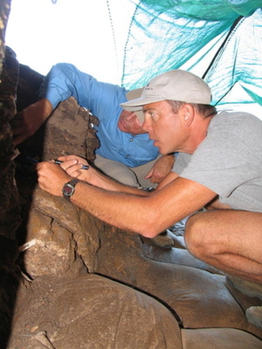 """Curtis Marean löysi vanhimmat merkit nykyihmisen rantaelämästä. Kuva: <span class=""""photographer"""">Don Johanson, Arizona State University</span>"""