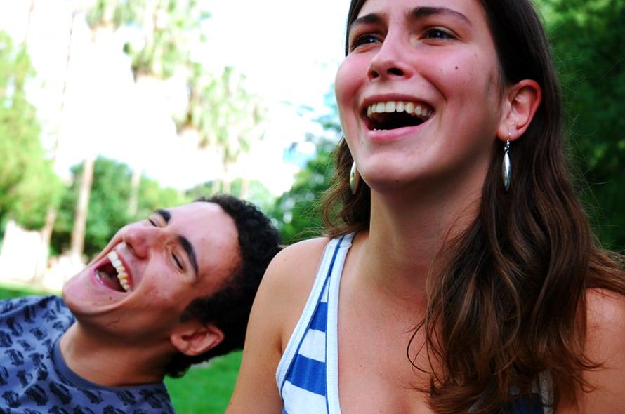 """Tunneherkälle naurukin on herkässä. Kuva: <span class=""""photographer"""">Emanuele Spies, Wikimedia Commons</span>"""