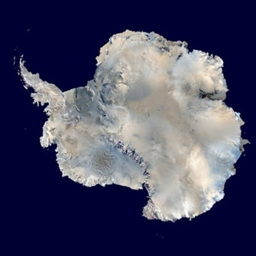 """Kuva: <span class=""""photographer"""">Dave Paper / <a href= http://commons.wikimedia.org/wiki/File:Antarctica_6400px_from_Blue_Marble.jpg> Wikimedia Commons</a></span>"""