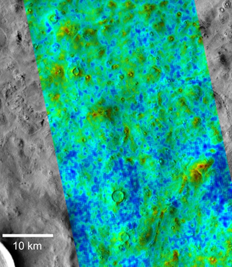 """Sinisissä kohdissa vesijääkerros on lähellä ja punaisissa yli 18 sentin syvyydessä. Kuva: <span class=""""photographer"""">NASA/JPL/Arizona State University</span>"""