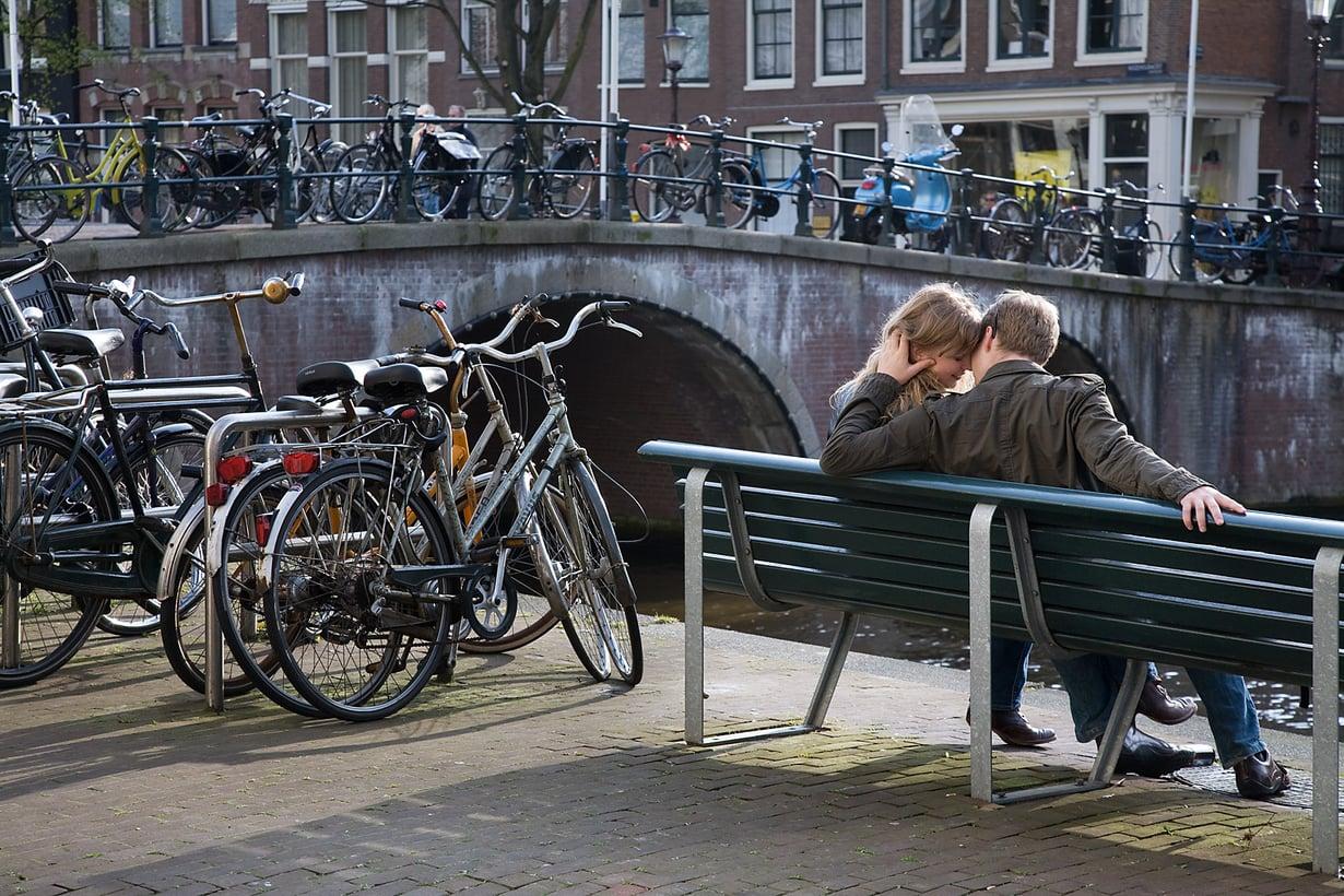 Nuorta lempeä Amsterdamissa.