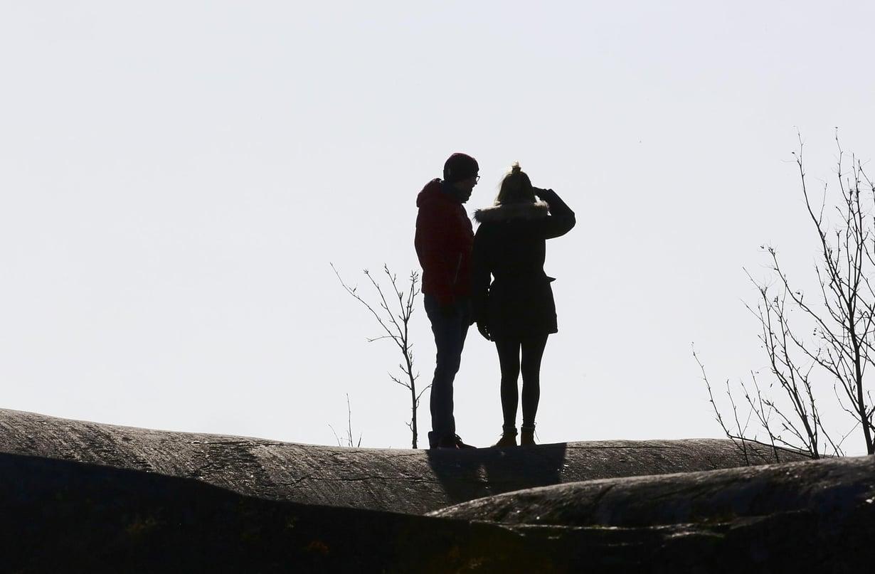 Yksiavioisuus perustuu ehkä osaltaan sukupuolitautien välttelylle. Kuva: Jukka Gröndahl / HS