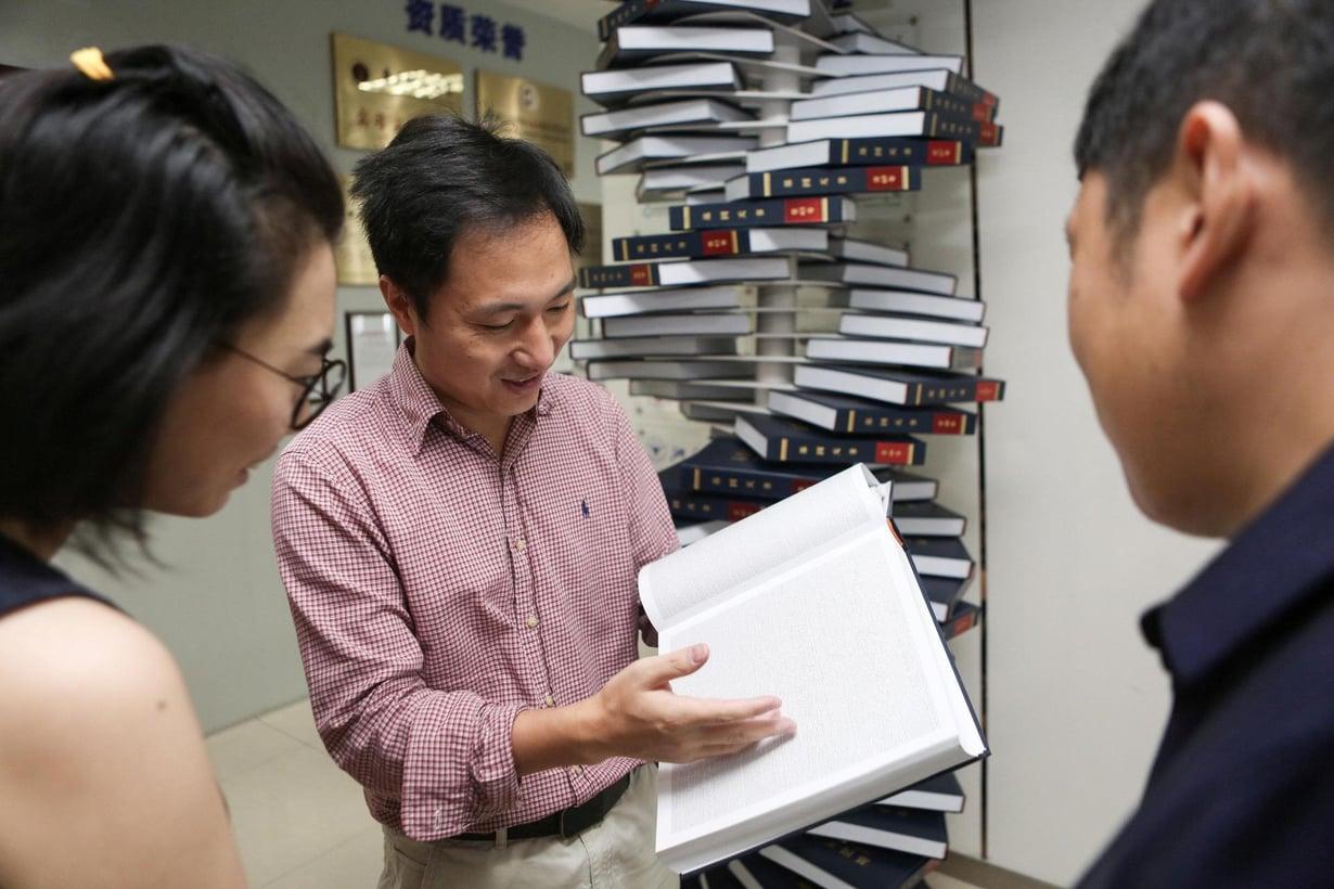 Kaksi vuotta sitten kiinalaistutkija He Jiankui esitteli toimittamaansa geenikirjaa. Nyt hän on editoinut peruuttamattomasti kahden ihmislapsen genomin. Kuva: Reuters