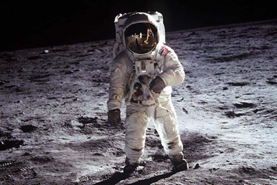 """Buzz Aldrin Kuussa 1969. Onko seuraava kuukävelijä kiinalainen? Kuva: <span class=""""photographer"""">Nasa</span>"""